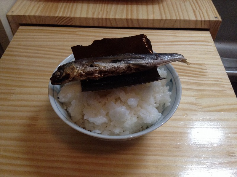 dashi-douraku-tobiuo-eating-1489